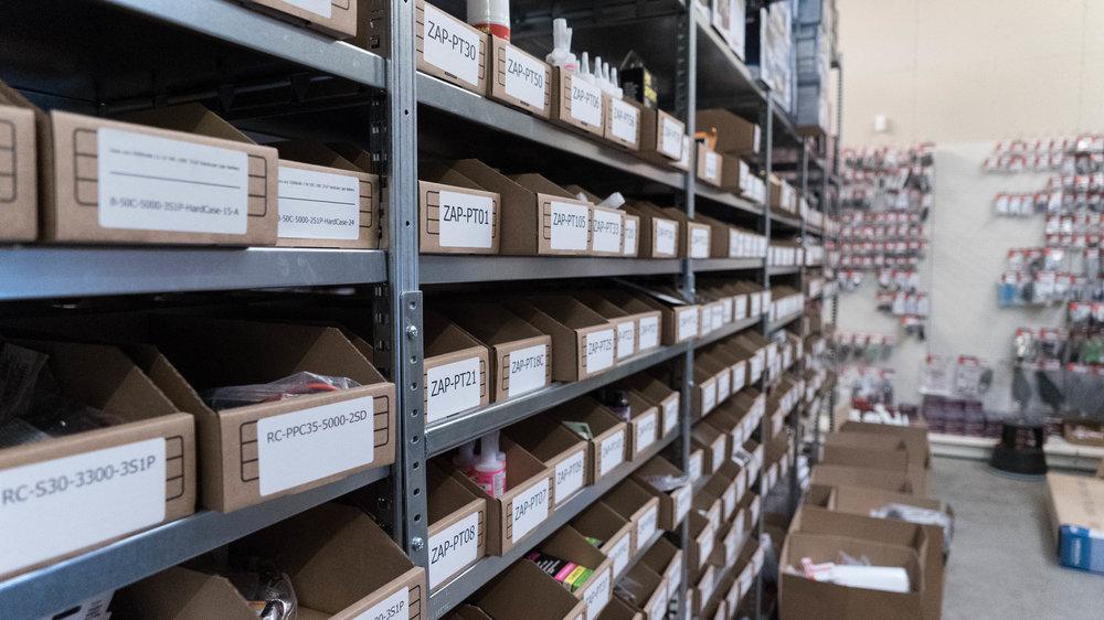 Producen webshop Toemen Modelbouw in magazijn