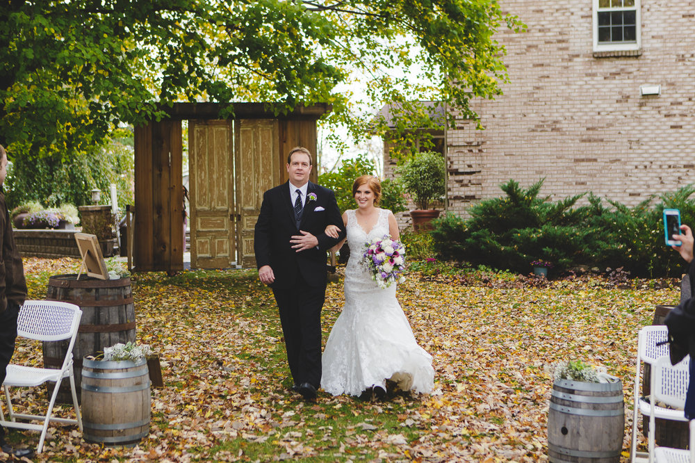 BuffaloWeddingPhotographerHayloft_021.jpg
