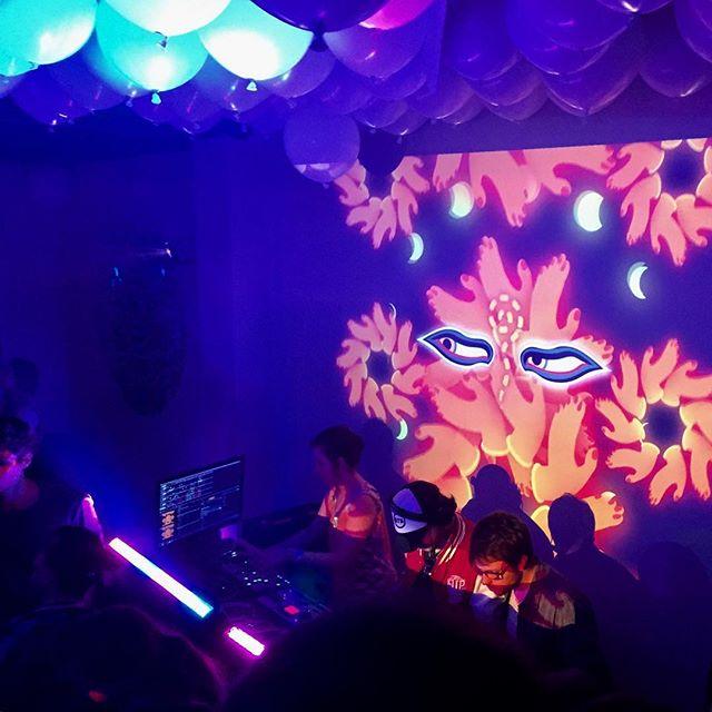 👁🔮💎Beda Beat x KittydeliK💎🔮👁 // Merci pour hier soir, soirée au top @lacanopeestudio au côté de @trevecollective ✨⭐️#partytime #vjing #vj #nightlife #psychedelic #trippy #kittydelik #latreve #canopée