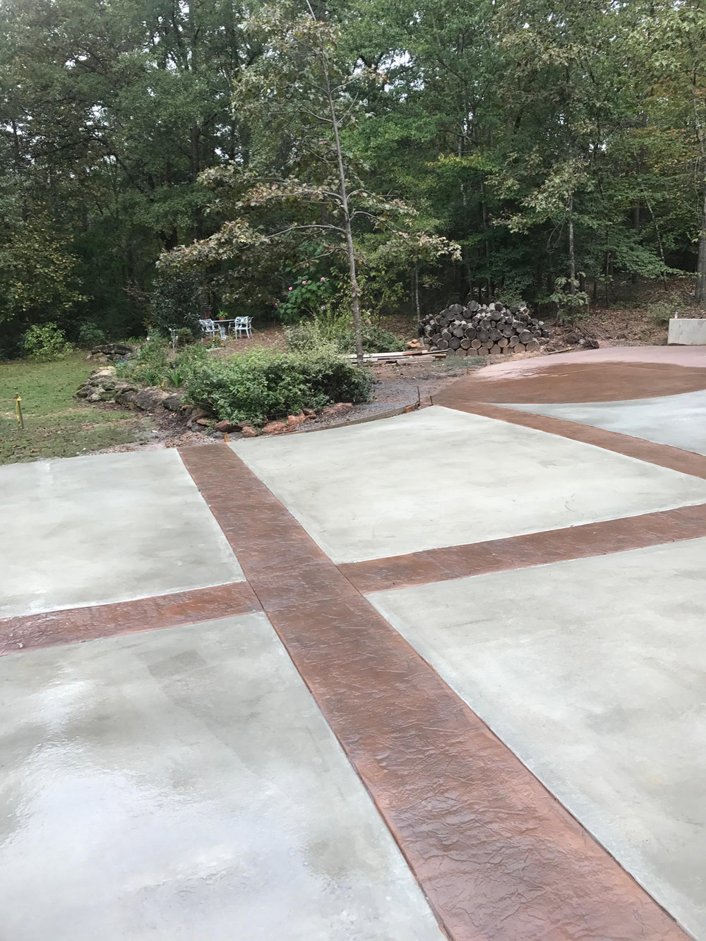 This is a custom driveway that we did using the colors Leather and Ginger. The color we use comes from Live Oak Hardware.