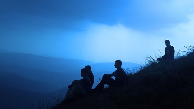 silhouette-people-1209722_640.jpg
