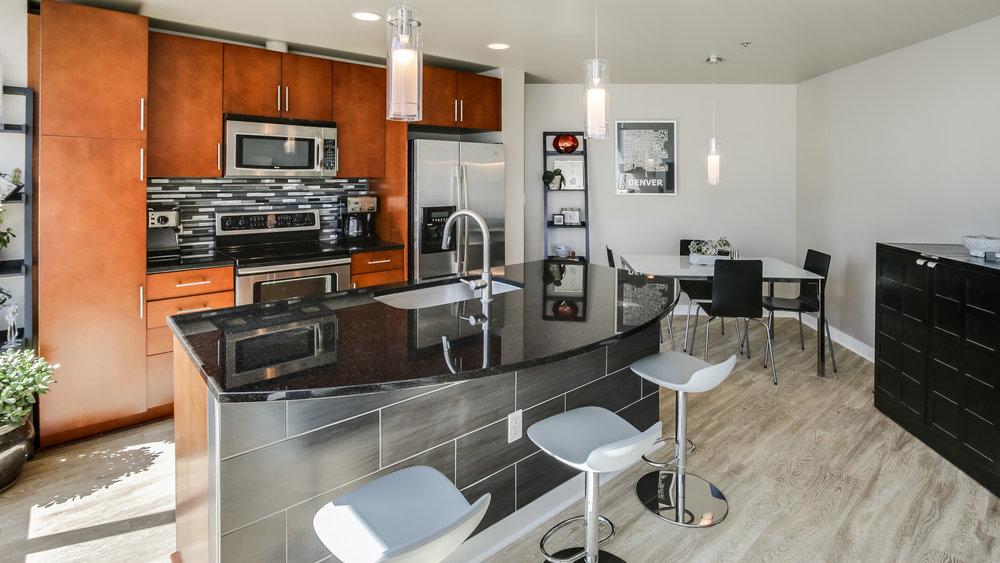 5Spire #1715 Kitchen (14).jpg