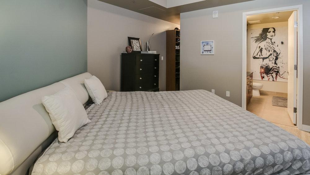 11Spire #1715 Bedroom (5).jpg
