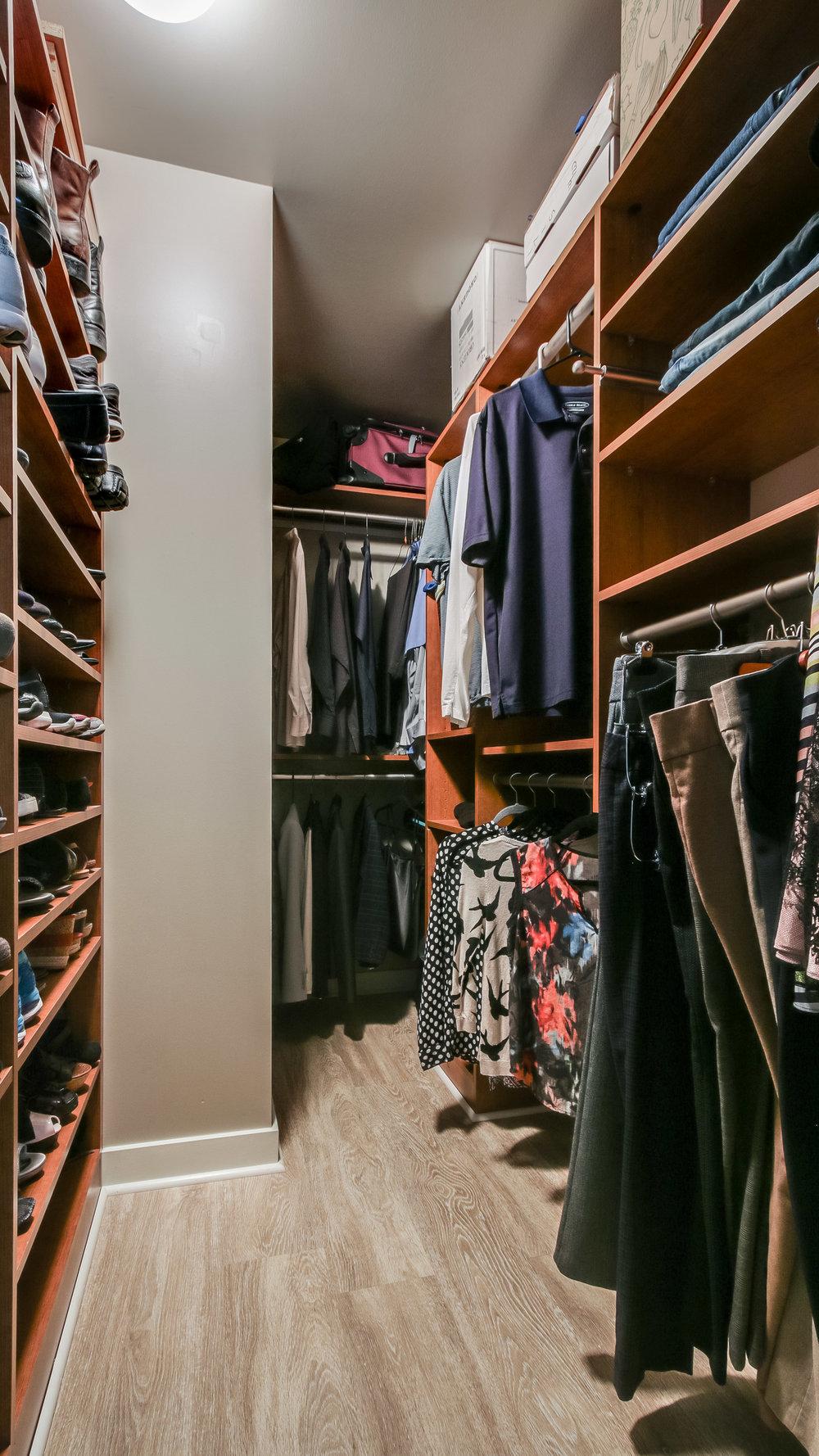 14Spire #1715 Closet (24).jpg