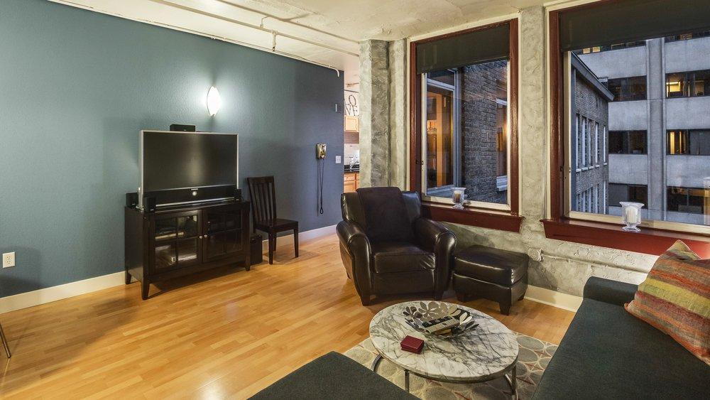 02_444 17th St. #1008 Living Room.jpg