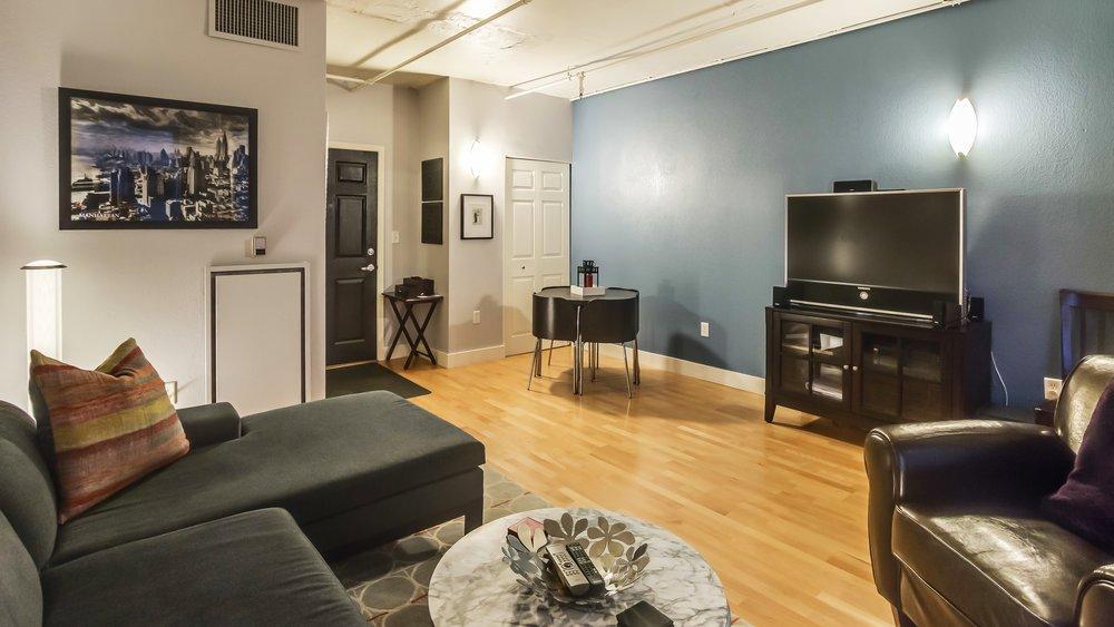 04_444 17th St. #1008 Living Room.jpg