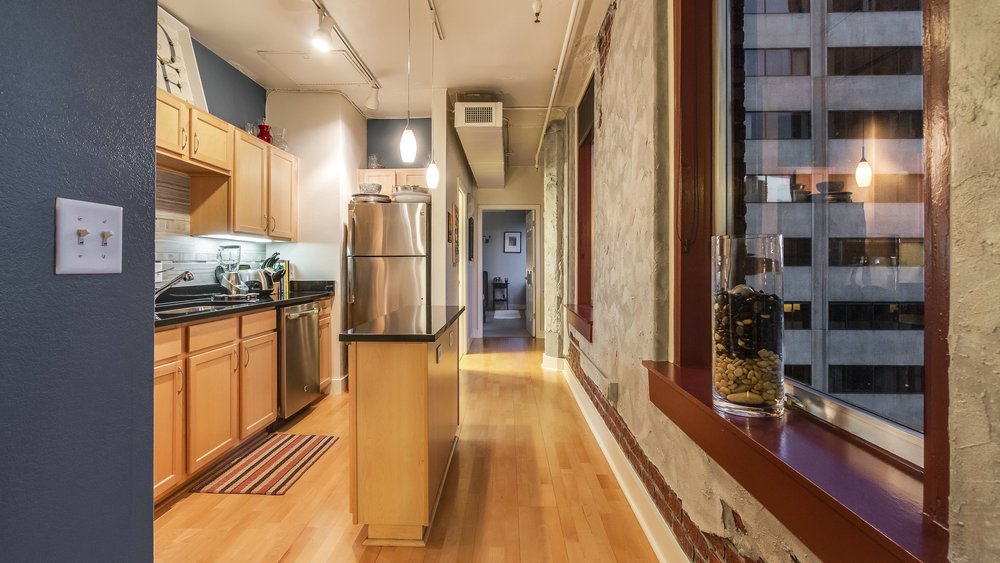 05_444 17th St. #1008 Kitchen.jpg