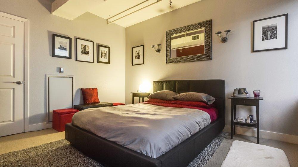 09_444 17th St. #1008 Bedroom.jpg