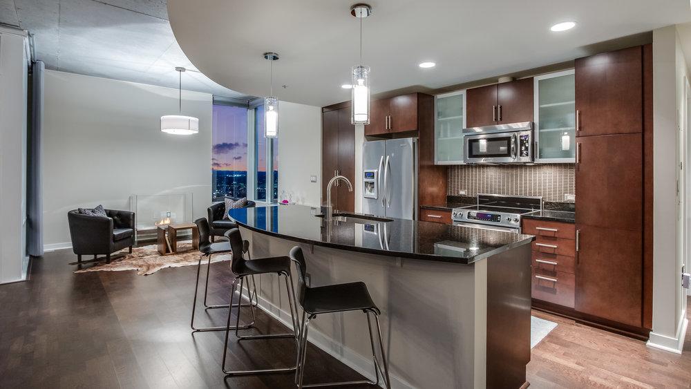 06_Spire 3903 Kitchen and Sitting Area.jpg