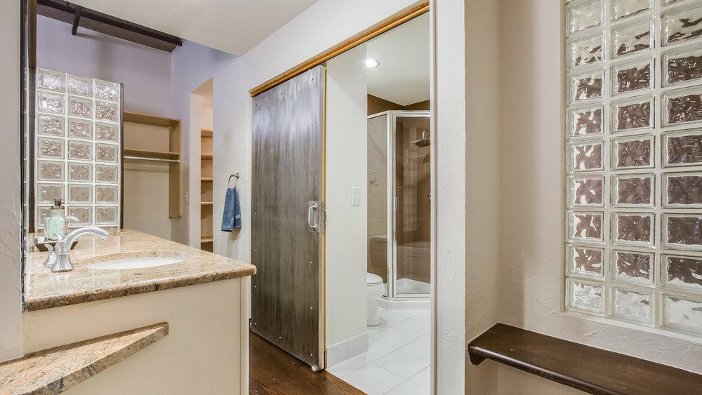 16_1020 15th St. Master Bathroom #213 (5).jpg