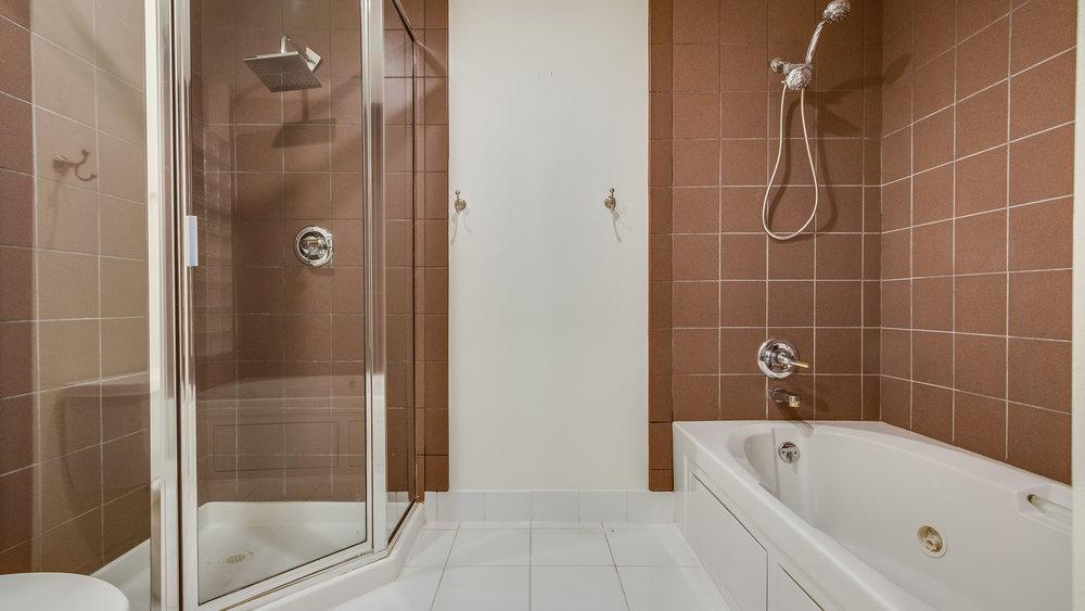 23.5_1020 15th St. Master Bathroom #213 (8).jpg
