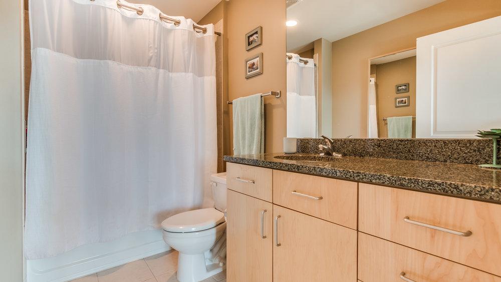09_Glasshouse Bathroom #1320.jpg