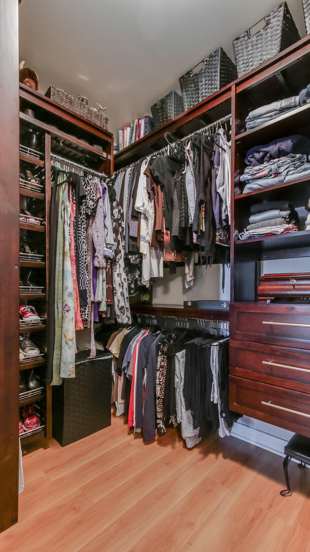 14_Spire 1911 Master Closet (16).jpg