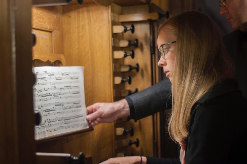 Laura Gullett plays Bach at St. Thomas, Strasbourg.