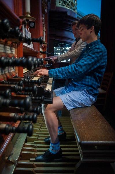 Jordan plays the Müller organ in Bavo.