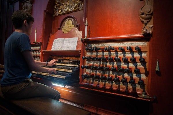 Noel plays the Müller organ.