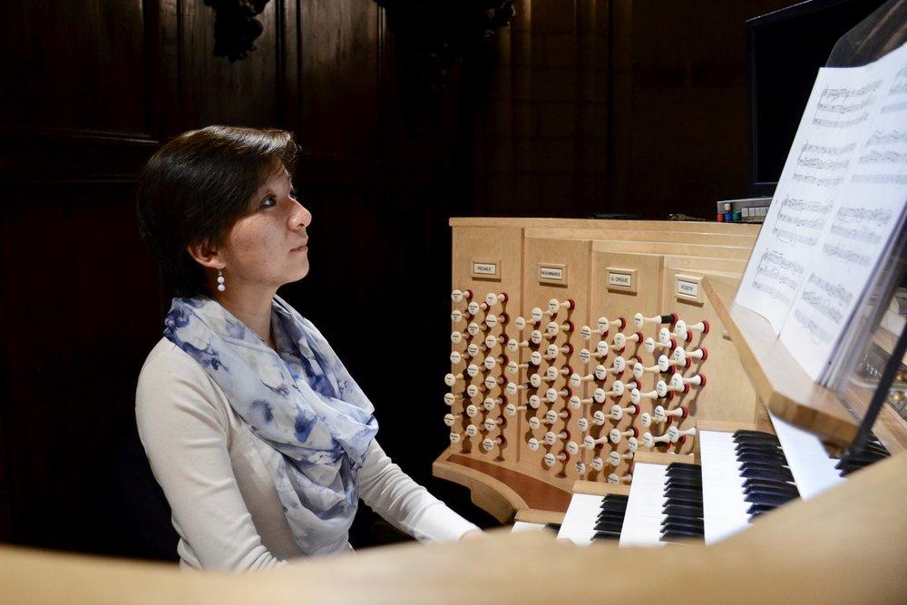 Olivia playing Duruflé - Fugue sur le thème du Carillon des Heures de la Cathédrale Suissons by Duruflé - Boston Organ Studio