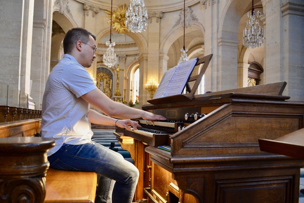 Corey de Tar plays the Choir Organ at Saint Louis in Versailles