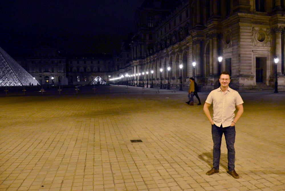 Corey de Tar in front of the Louvre