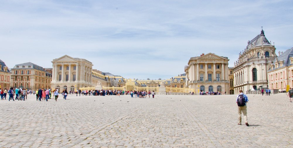 Approaching the Palace of Versailles...in a rush!