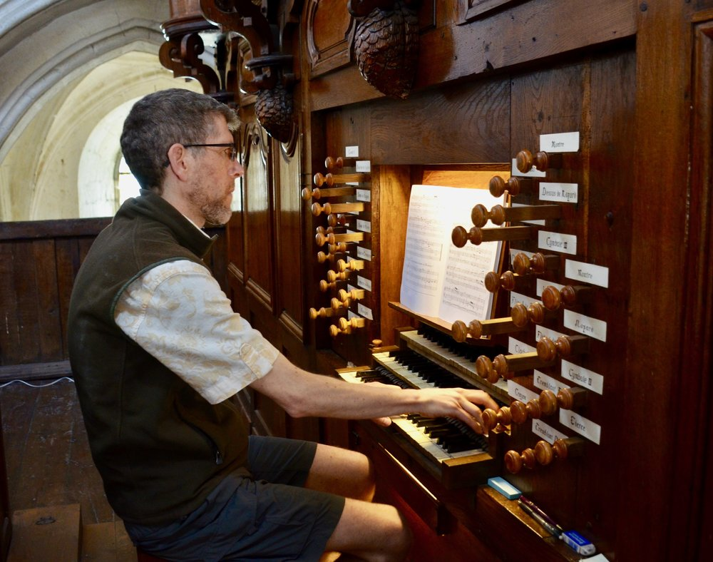 Chris Porter playing the organ at Rozay-en-Brie!