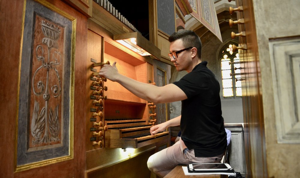 Corey de Tar plays the organ in Musee des Augustins, Toulouse.