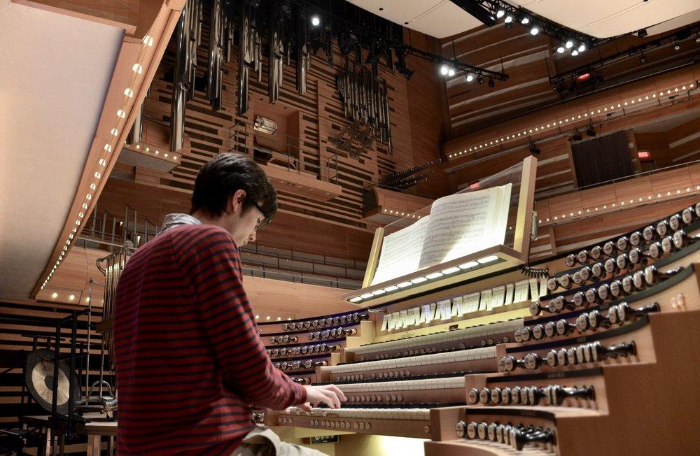 Elliot Parlin plays the Grand Orgue Pierre-Béique (Casavant) in Maison Symphonique, Montréal. Boston Organ Studio.