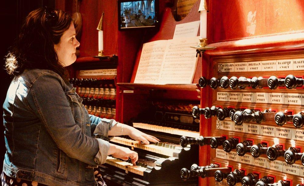 Chelsea Keating plays the Muller organ in St-Bavo, Haarlem. Boston Organ Studio.