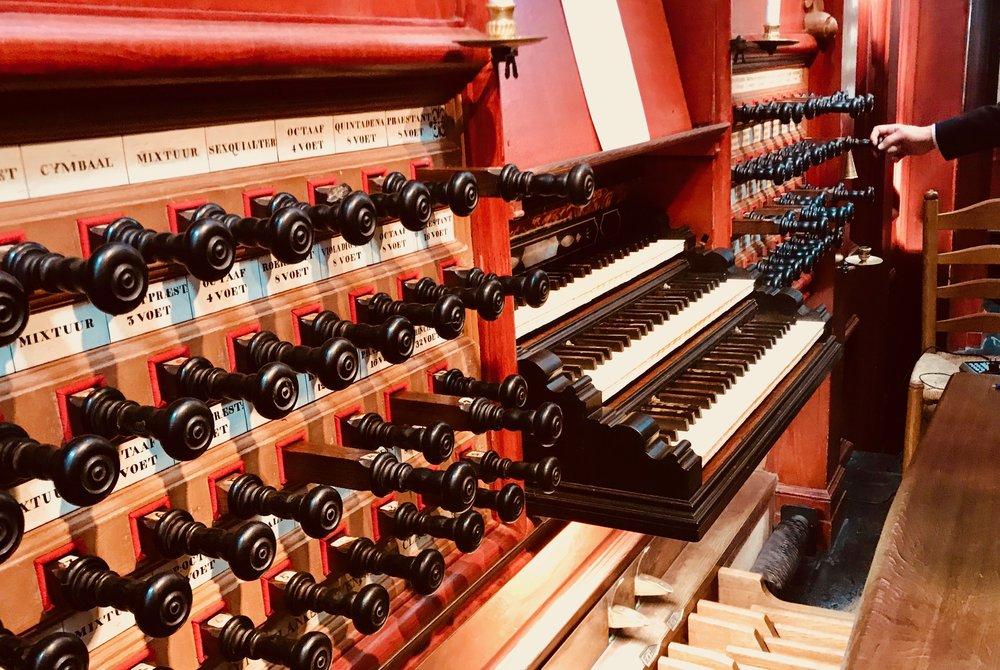 Keydesk and stop knobs, Muller organ, St-Bavo, Haarlem.