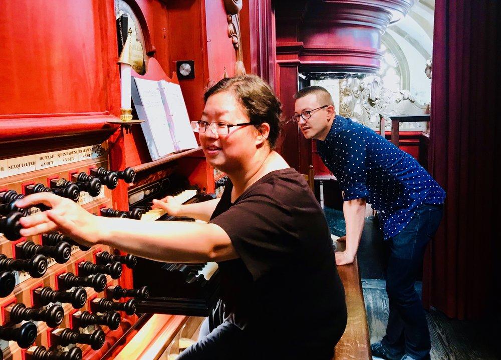 Corey De Tar assists Jennifer Hsiao with registrations in St-Bavo. Boston Organ Studio.