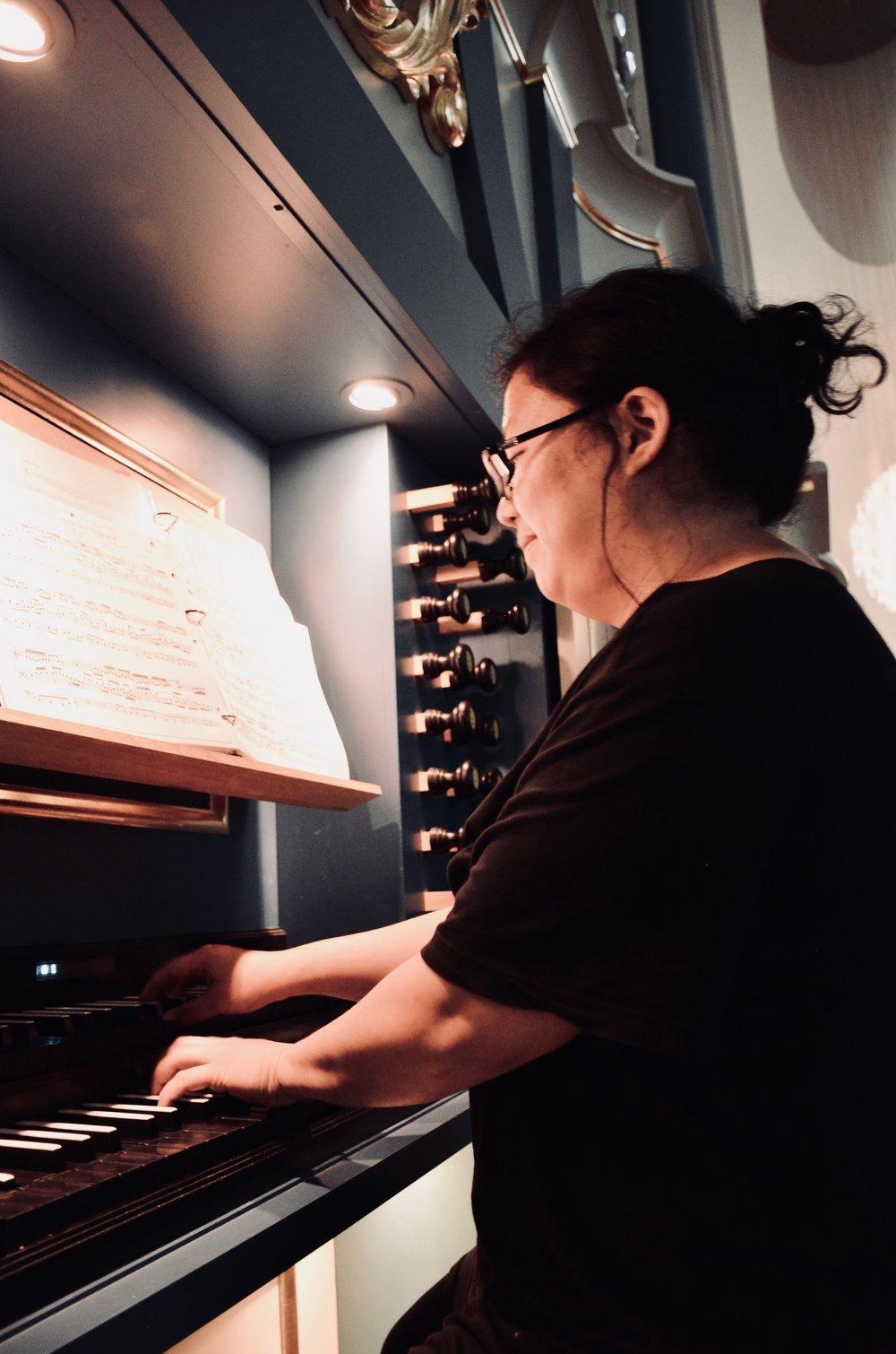 Jennifer Hsiao plays Bach at Orgelpark, Amsterdam. Boston Organ Studio.