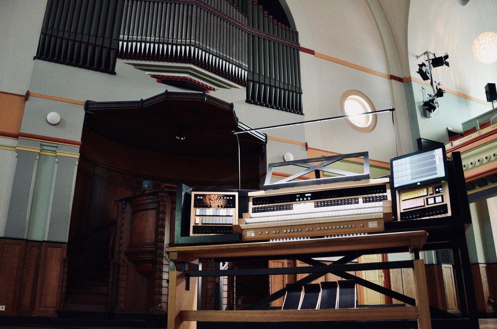 The MIDI capable console or Orgelpark, Amsterdam.