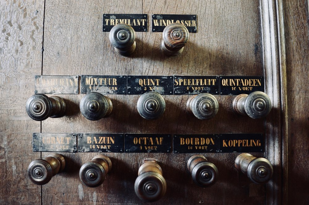 Stopknob detail, 1733 Hinsz organ, Leens, Holland.