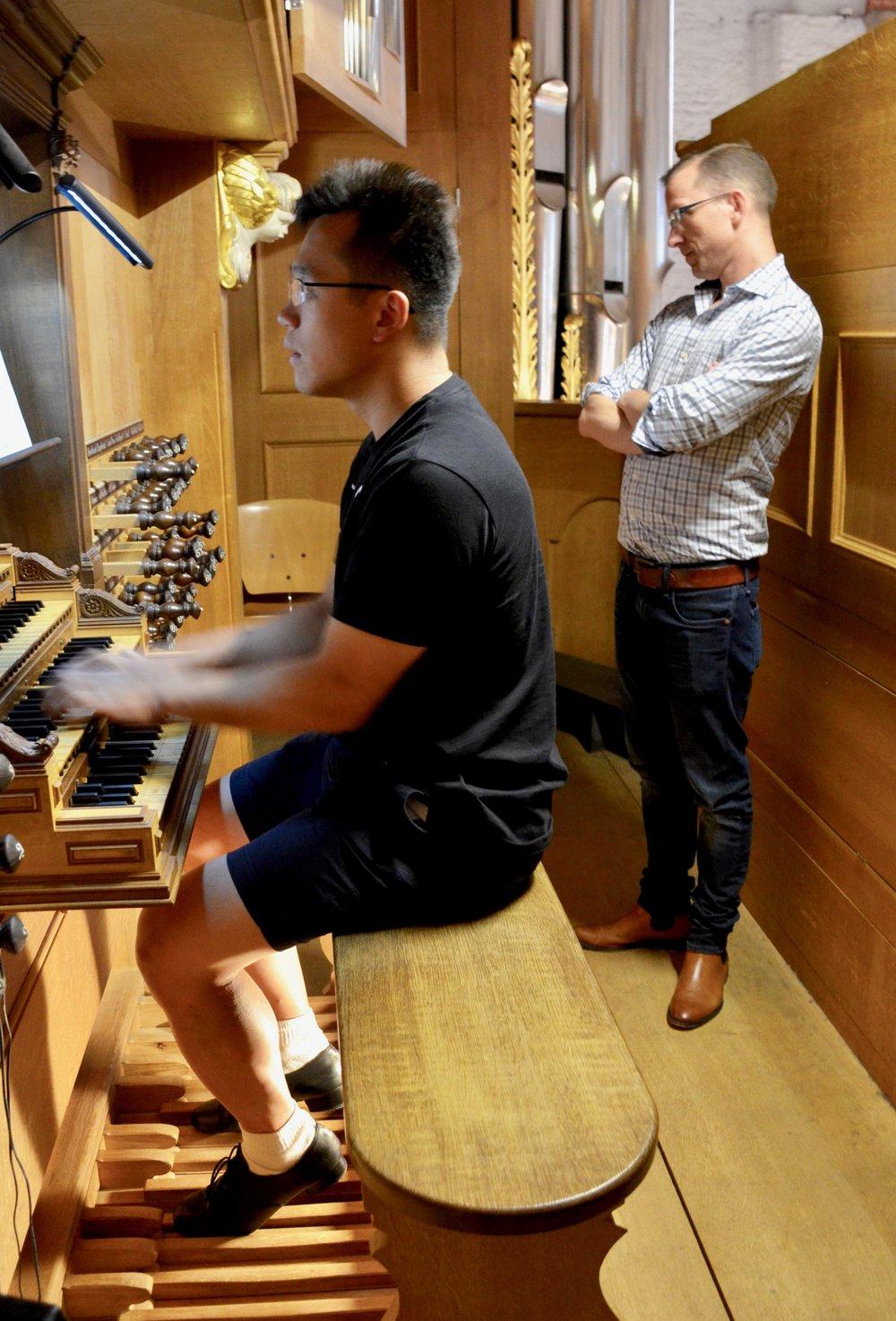 Adrian Cho plays 1693 Schnitger organ, St. Jacobi, Hamburg.