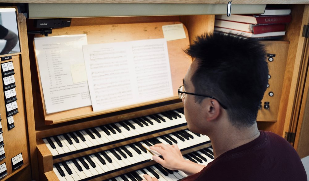 Adrian Cho at the console of the Magnusson organ, Gothenburg Cathedral.