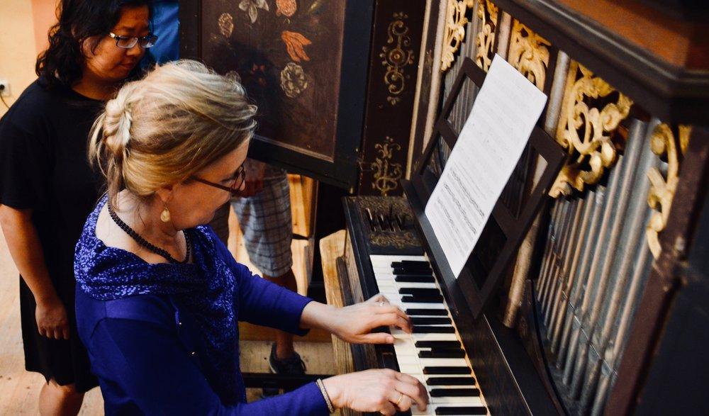 Prof. Karin Nelson demonstrates the 17th-century Manderscheidt organ at Göteborg University.