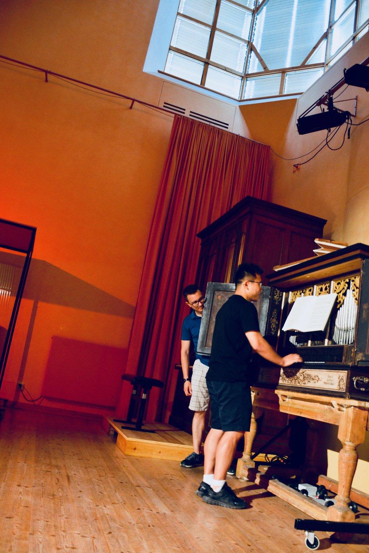 Adrian Cho plays the 17th-century Manderscheidt organ at Göteborg University, while air-pumper Corey De Tar looks on.