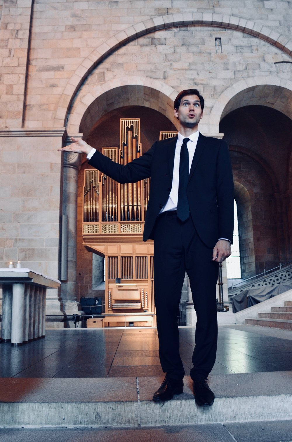 Robert Bennesh offers a tour of Lund Cathedral, with the choir organ behind.