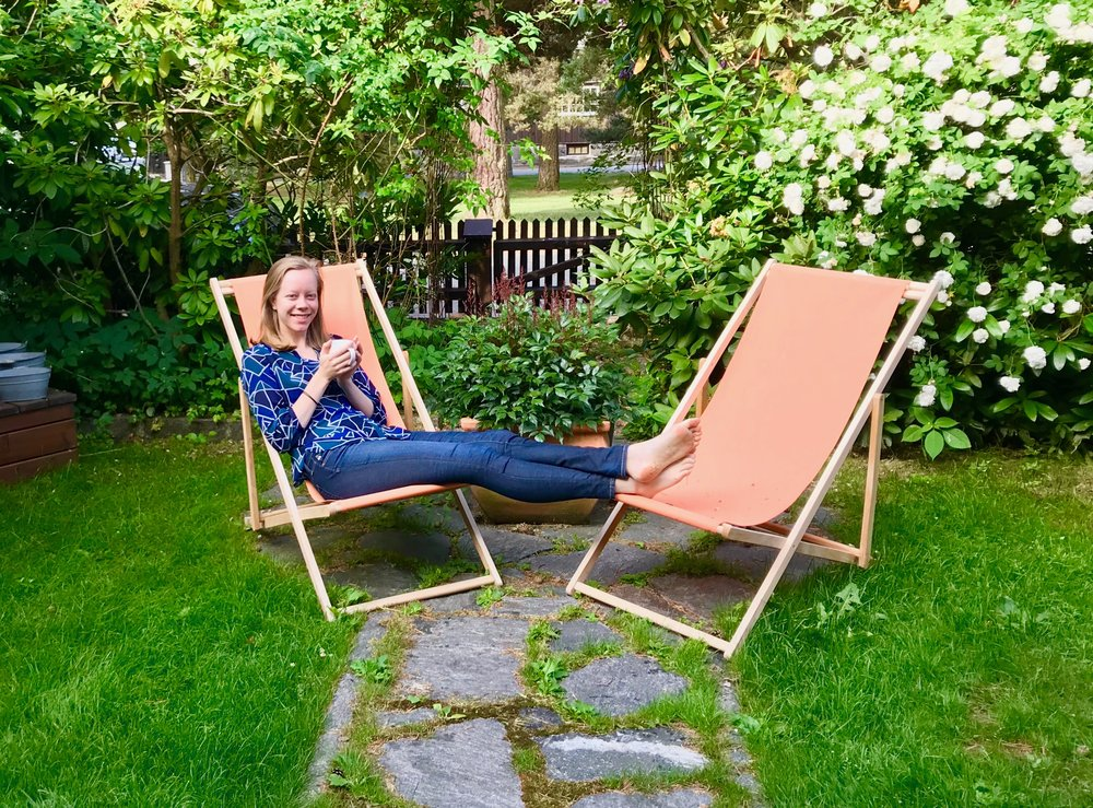 Laura enjoys morning coffee in the garden, before our departure to Lund.