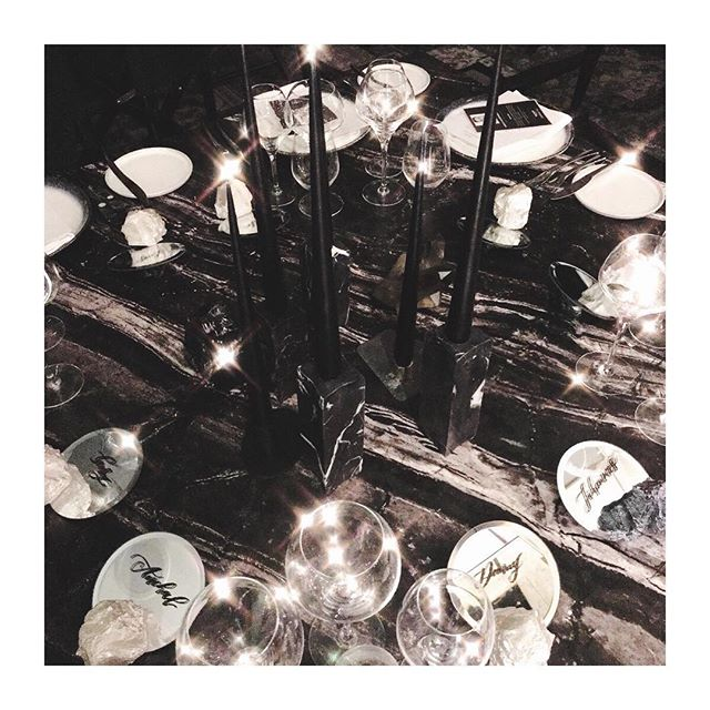 Calligraphed mirrored place cards last night balancing on gorgeous crystal rocks. The table is styled by the very talented @emypstudios and they were for @vichyuki ✨I love working with such talented ladies who dream up table setting ideas like this! 💃🏼