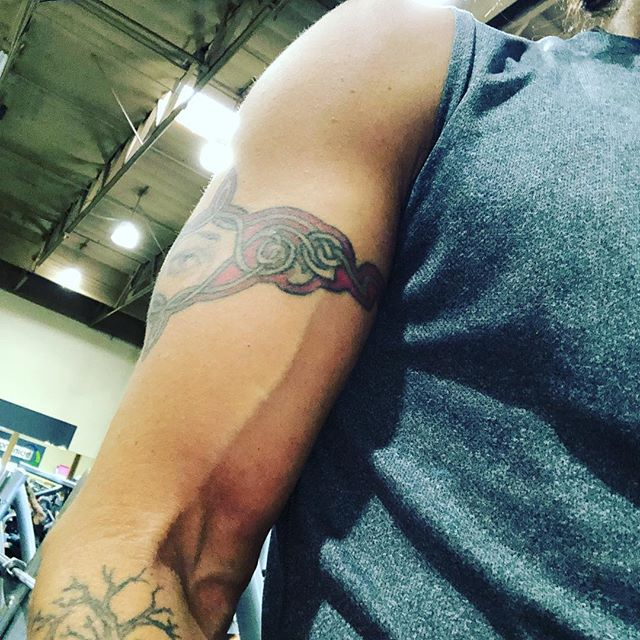 #shoulderworkout should make #eyetattoos pop #musician #voice #songwriter #producer #healthyliving #tuesdaymotivation