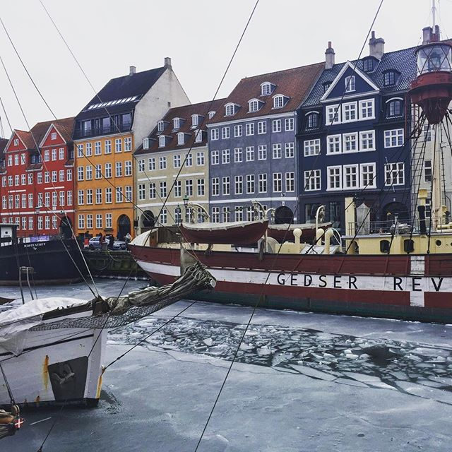 We were lucky enough to visit Copenhagen a week after the -18 degree temps - although the canal was still covered in ice! I'd love to go back in summer ❤️ . . . . #travel #travelblogger #travelholic #travelers #travelbag #travel_drops #travelbug #copenhagen #copenhagenlife #visitcopenhagen #visitdenmark #denmark #denmark🇩🇰 #wonderful_places #lonelyplanettraveller #lonelyplanet #bbctravel #ice #harbour #boats #colourful #holiday #living_europe #living_destinations #passionpassport  #hygge #cntraveler #travelgirl #instatravel #beautifuldestinations