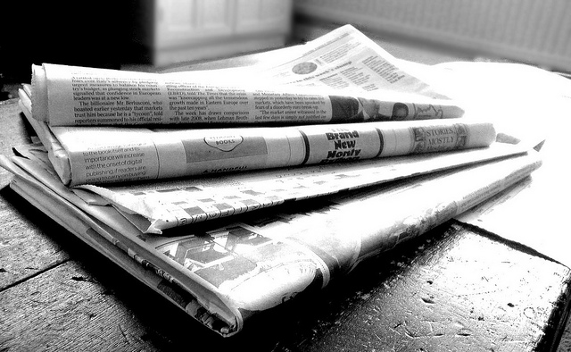 Newspapers B&W (4)-Jon S/Flickr-CC BY 2.0