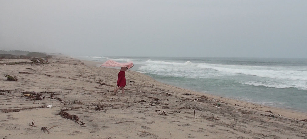 La playa no es la misma hoy, que la que fue ayer…, que la que será mañana —   Galia Eibenschutz
