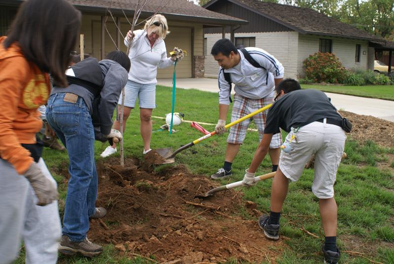 2012-Sac-Tree-Planting_0028.jpg