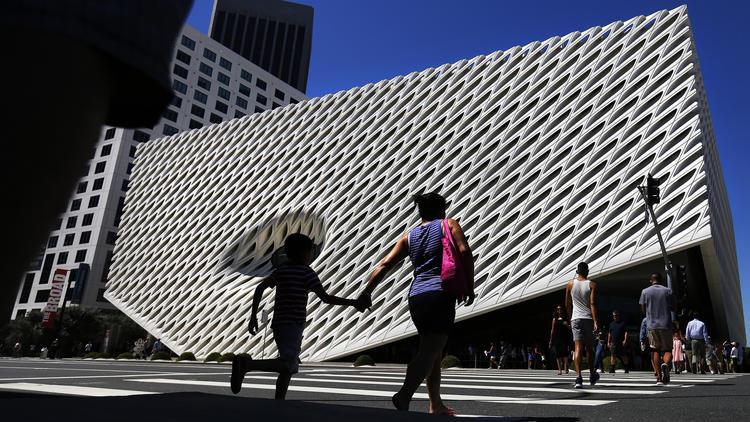 la-et-cm-broad-art-museum-opening-draws-fans-a-001.jpg