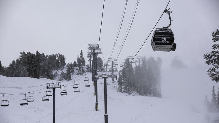 la-me-ln-snow-storm-sierra-resorts-20151111-001.jpg