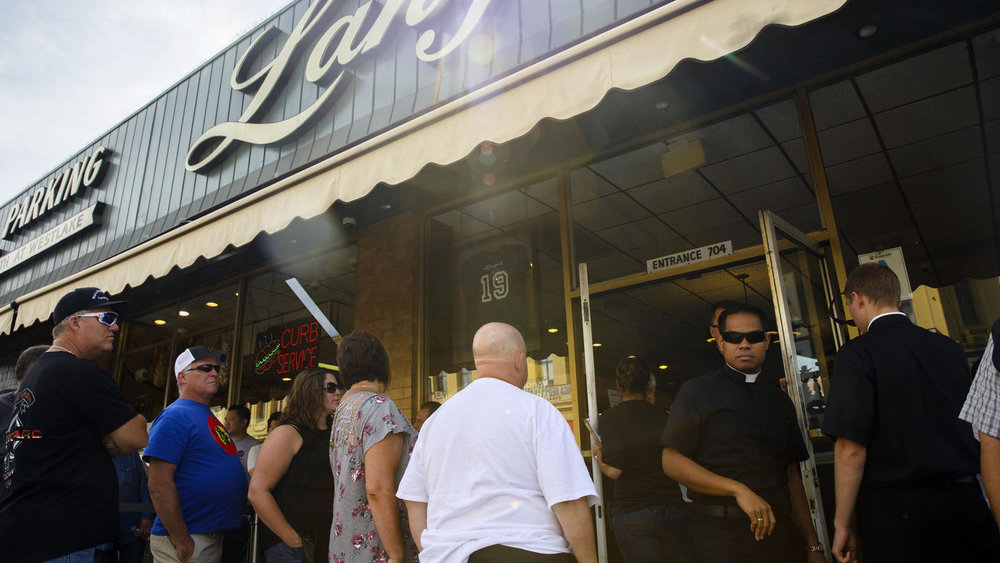 Patrick T. Fallon / For The Times  Lunchtime diners line up outside Langer's Deli across from MacArthur Park in the Westlake neighborhood of Los Angeles.