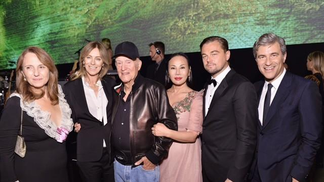 At the 2016 LACMA Art + Film Gala, from left, Adele Irwin, honoree Kathryn Bigelow, honoree Robert Irwin, co-chairs Eva Chow and Leonardo DiCaprio, and LACMA director Michael Govan. (Stefanie Keenan / Getty Images for LACMA)