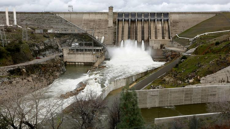 Folsom Lake continues to rise as the Folsom Dam releases water into the American River. (Gary Coronado / Los Angeles Times)